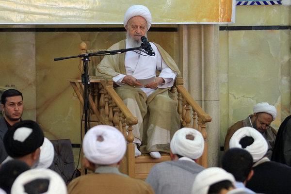 کلاس درس مکارم حضرت آیت الله مکارم شیرازی: عزت کشور در بی نیازی از دیگران و همچنین عدم وابستگی می باشد/ تاکید بر تعامل با جهان بر اساس عزّت