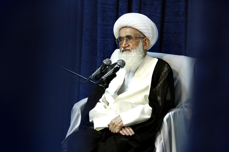 emdad imam 171 حضرت آیت الله نوری همدانی: معظلات و مسائل و مشکلات جامعه ناشی از عدم اجرای صحیح برنامه جذاب و جالب و خوب های اسلام می باشد