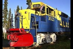 هتل- قطار در آلاسکا که درون یک قطار 600 متری در دل جنگ و رودخانه ساخته شده است