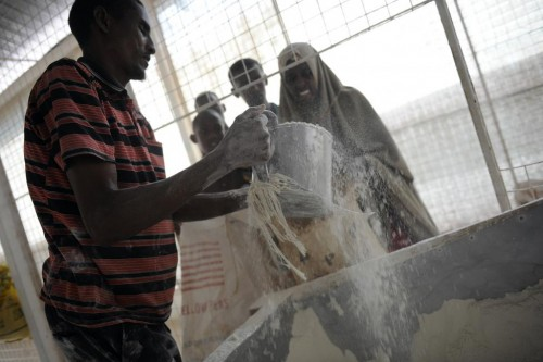 Somali refugees receive a portion of wheat flour at the World Food Program distribution center in the Ifo settlement at Kenya's Dadaab Refugee Camp, September 1, 2011.  REUTERS/Jonathan Ernst