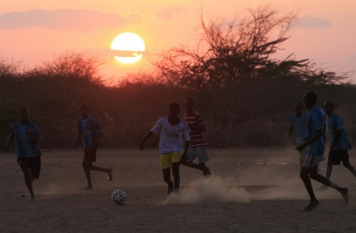Somali refugee boys play soccer during sunset at the Ifo refugee camp in Dadaab, July 29, 2011.  REUTERS/Thomas Mukoya