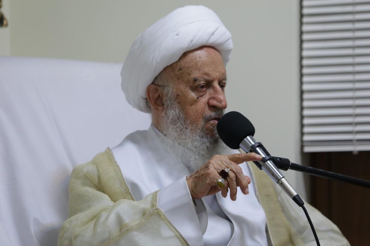 IMG 3417 حضرت آیت الله مکارم شیرازی: آیت الله صادقی جمع بین علمیت و همچنین تقوا بود