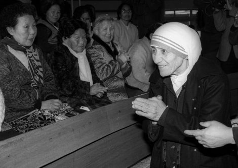 Mother Teresa is welcomed by lepers as she arrives at St. Lazarus Leprosy Village