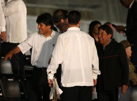 Bolivia's President Evo Morales (L) and his Foreign Minister David Choquehuanca (R) arrive. REUTERS/Carlos Garcia Rawlins