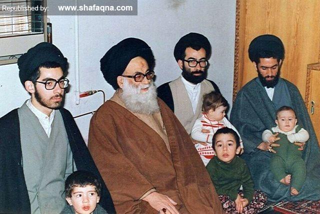 تصویری از مرحوم علامه حسینی طهرانی در کنار فرزندان و نوهها