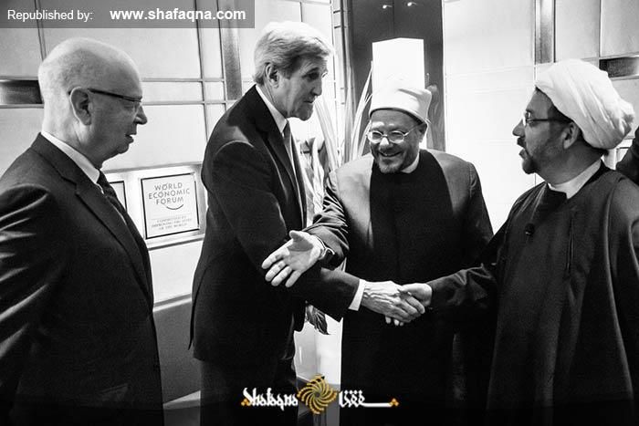 «احمد ایروانی» در حال مصافحه و گفتگو با «جان کری» وزیر امور خارجه آمریکا