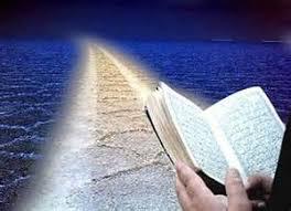 هدایت وضلالت در صورتی که انسان بر سر دو راهی آزاد می باشد چرا آیات قرآن مسأله هدایت و همچنین ضلالت را به خداوند تبارک و تعالی نسبت داده می باشد؟