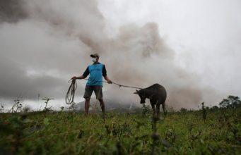 فرار هزاران نفر در پی فوران یک آتشفشان در جنوب فیلیپین+تصاویر