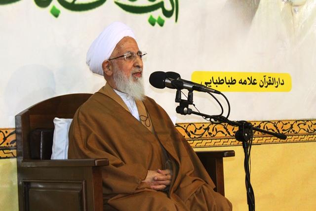 %name حضرت آیت الله جوادی آملی: جامعه را با عمل هدایت کنیم/ وقتی دین منهدم مي شود فساد گسترده می مي شود