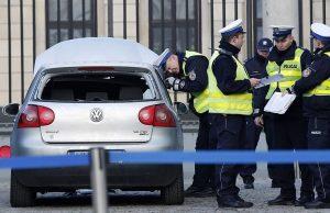 برخورد خودرو به پلیس و کاخ ریاستجمهوری لهستان