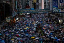 معترضان هنگ کنگ و تلاش برای صلح آمیز بودن اعتراضات
