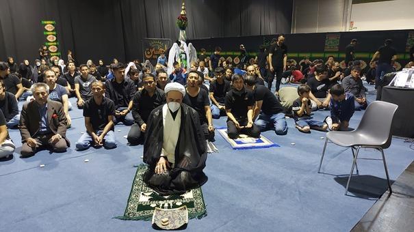 اقامه نماز و سخنرانی در جمع شیعیان افغانی ساکن اتریش